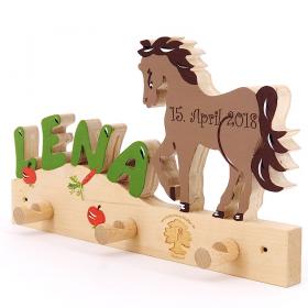 Garderobe mit Buchstaben: Pferd II